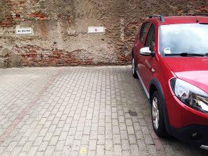 Alzaia Naviglio Grande 42 , Parking Lot